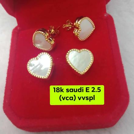 Picture of 18K Saudi Gold Earrings 2.5 grams