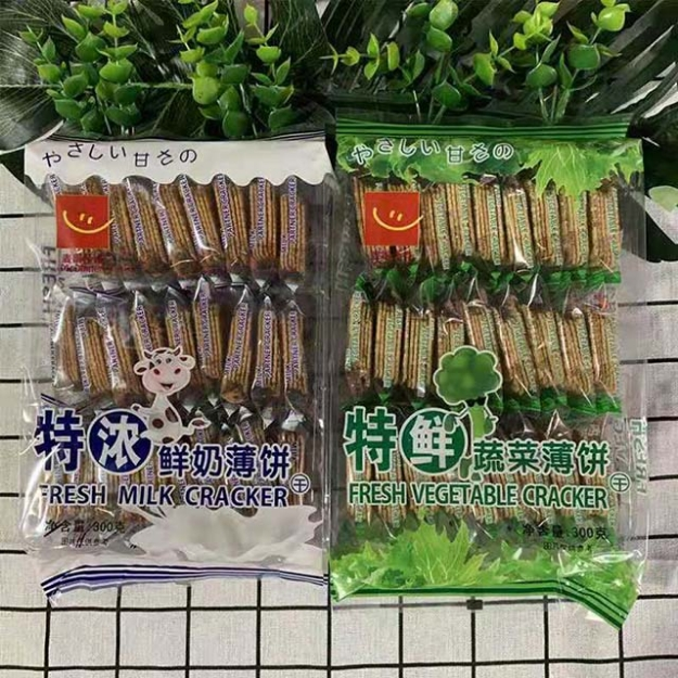 Picture of Thin biscuits (extra fresh vegetable crepes, extra thick milk crepes)300g,1 pack, 1*12 pack   薄饼干(特鲜蔬菜薄饼,特浓鲜奶薄饼)300g,1包,1*12包